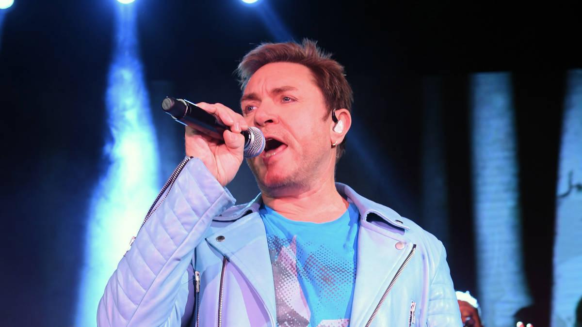 Simon curtis singer