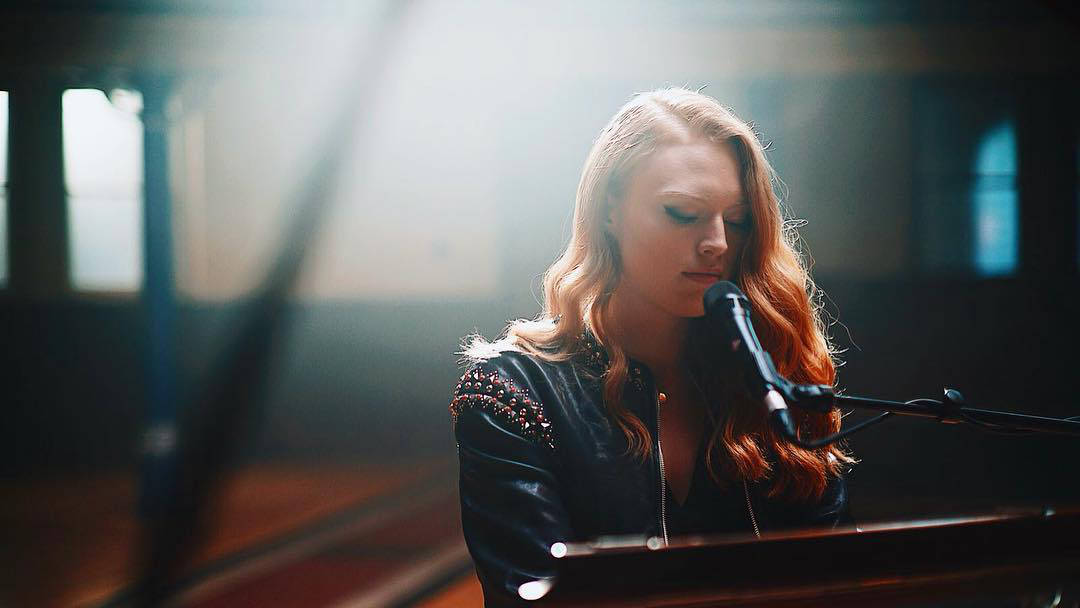 who is freya ridings dad