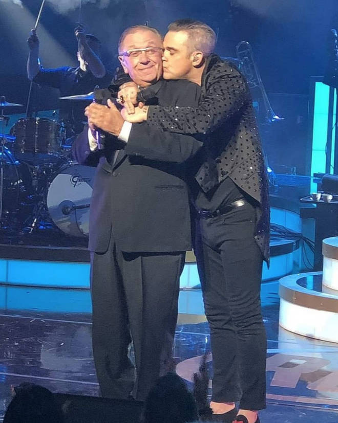 Robbie Williams often invites his father on stage to sing with him