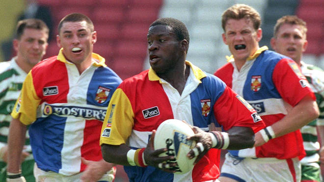 Martin Offiah playing rugby in 1996