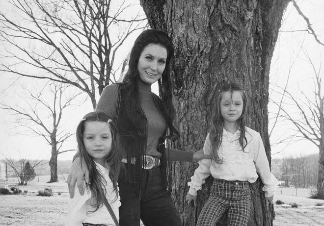 Loretta Lynn with twin daughters Peggy and Patsy