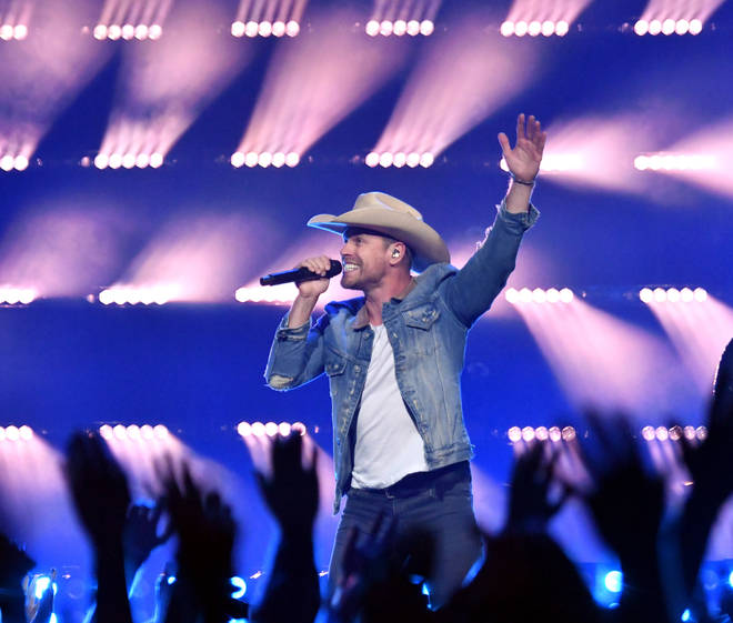Dustin Lynch will join Smooth Country on Tuesday