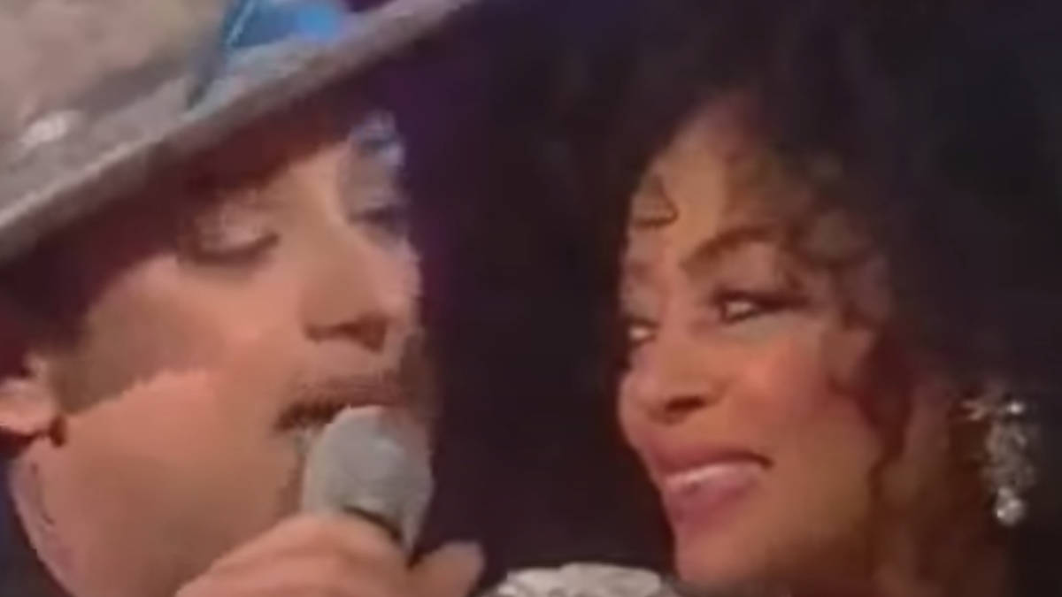 When Diana Ross pulled Boy George on stage for a staggering duet of 'Upside Down' - video