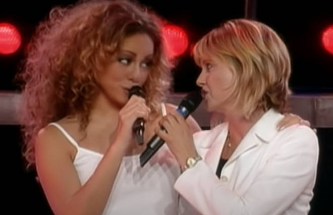 The two icons then sang the famous hit together and coming together at the end to hold their hands high in the air, were met with screams of delight from the Australian audience.