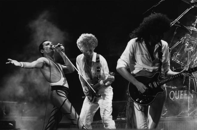 The recording was filmed in 1977 when Queen played Inglewood, California just three days before Christmas and gave an impromptu performance of the holiday classic 'White Christmas'.