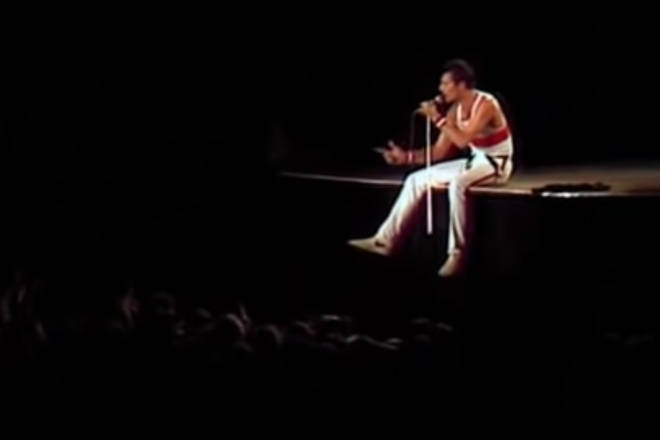 Freddie then began to show off his full four-octave vocal range as he sang snippets of notes to the crowd and gestured for them to sing back.