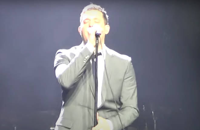 The Canadian singer was on stage in Oslo, Norway when between songs he started singing the lyrics to the King of Pop's 'Black or White'.