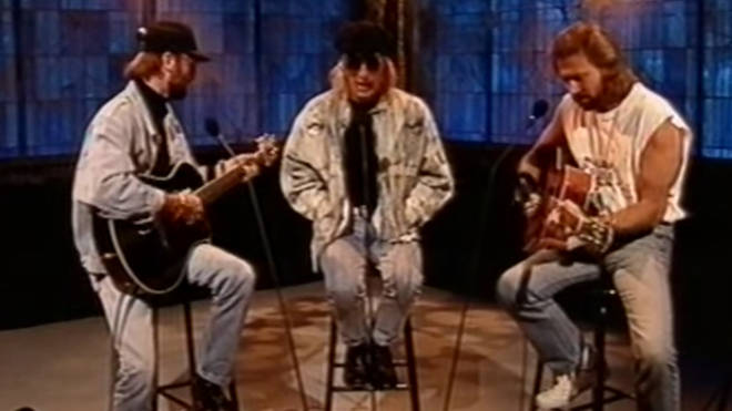 The Bee Gees are renown for their songwriting skills and crowd-pleasing vocals and one performance in 1993 showcased their acoustic harmonies to the max.