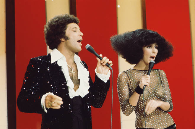 When Tom Jones flirted with Cher on stage before performing an incredible duet