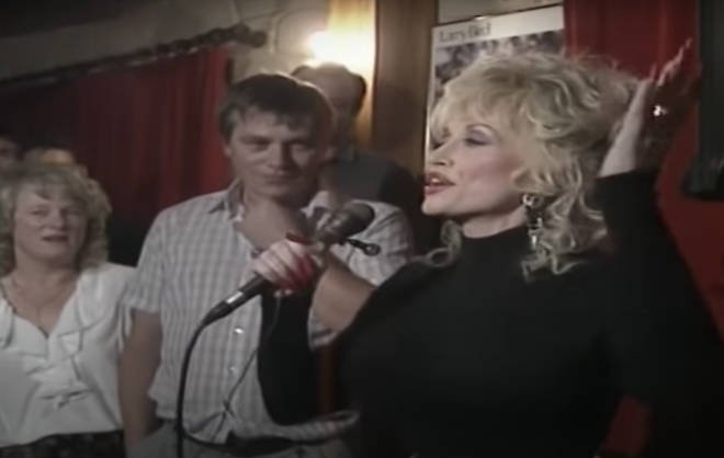 Dolly Parton stunned locals by agreeing to perform her hit song 'Coat Of Many Colours' in the crowded pub.