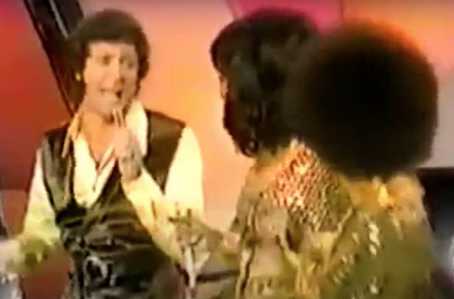 Tom Jones and The Supremes performing in 1970 are a force to be reckoned with.