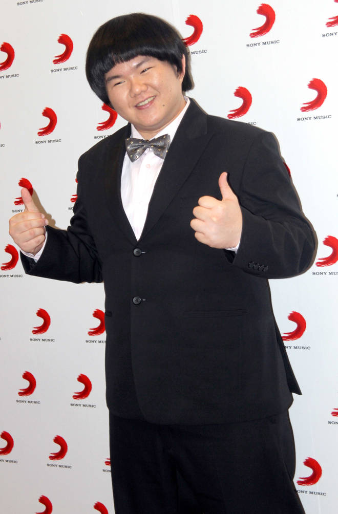 Lin Yu Chun, nicknamed Taiwan's Susan Boyle, poses for photos during the signing ceremony with Sony Music on May 13, 2010 in Shanghai, China.