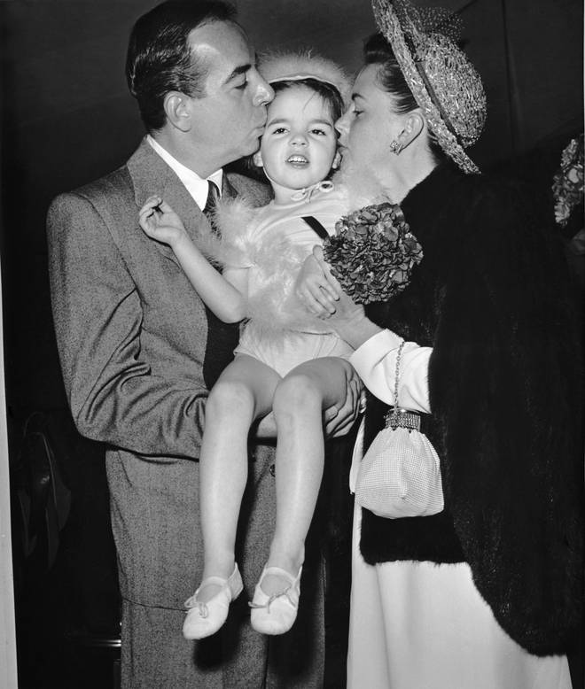 Liza Minnelli as a child with her parents Judy Garland and Vincente Minnelli in 1947
