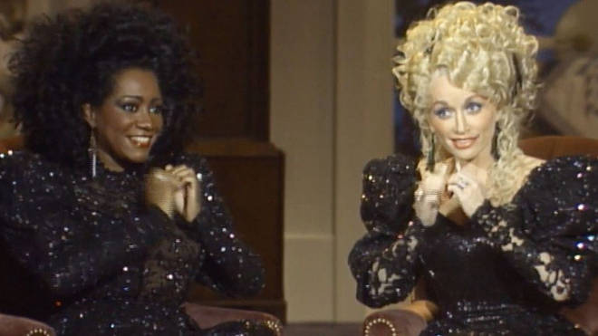 Dolly Parton and Patti LaBelle playing 'Shortin' Bread' on their fingernails