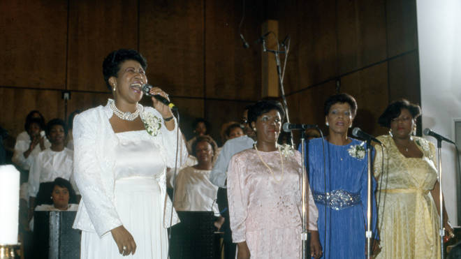 Aretha Franklin and her sisters sing in 1987