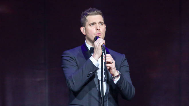 Michael Bublé sung on stage with a fan