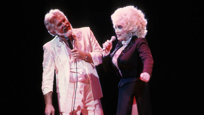 Kenny Rogers and Dolly Parton performing together in New York City, 1985. (Photo by PL Gould/IMAGES/Getty Images)