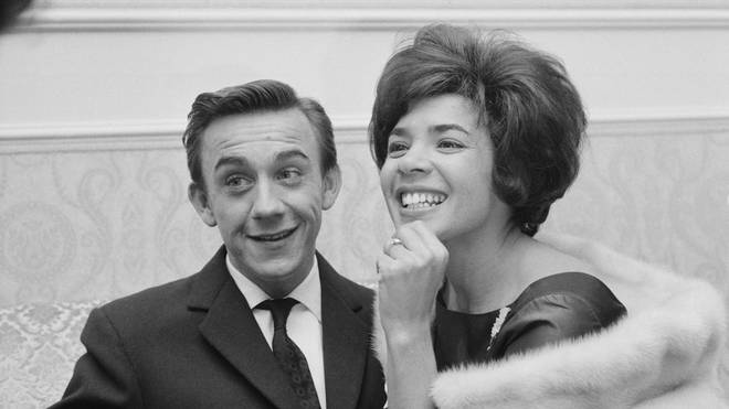 Shirley Bassey with Kenneth Hume in 1961. (Photo by Bulmer/Daily Express/Hulton Archive/Getty Images)