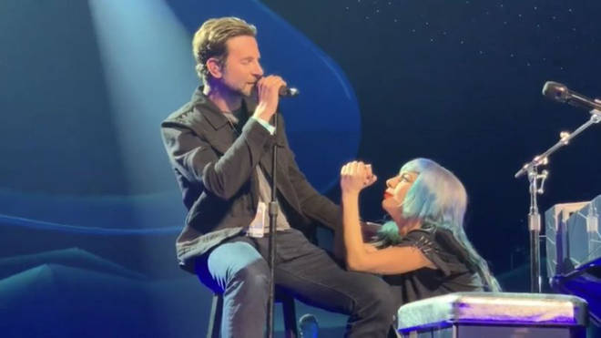 Lady Gaga and Bradley Cooper sang 'Shallow' in Las Vegas