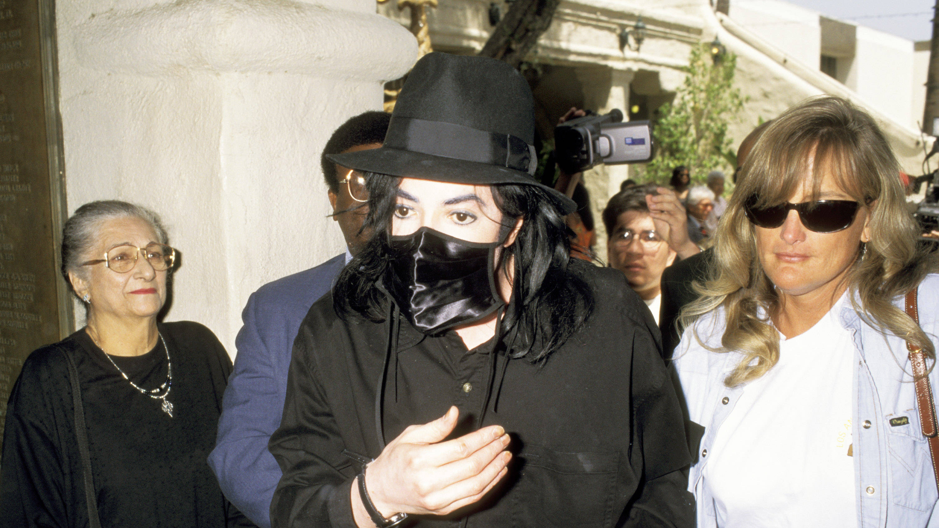 Michael Jackson S Wife What Happened To Debbie Rowe Smooth
