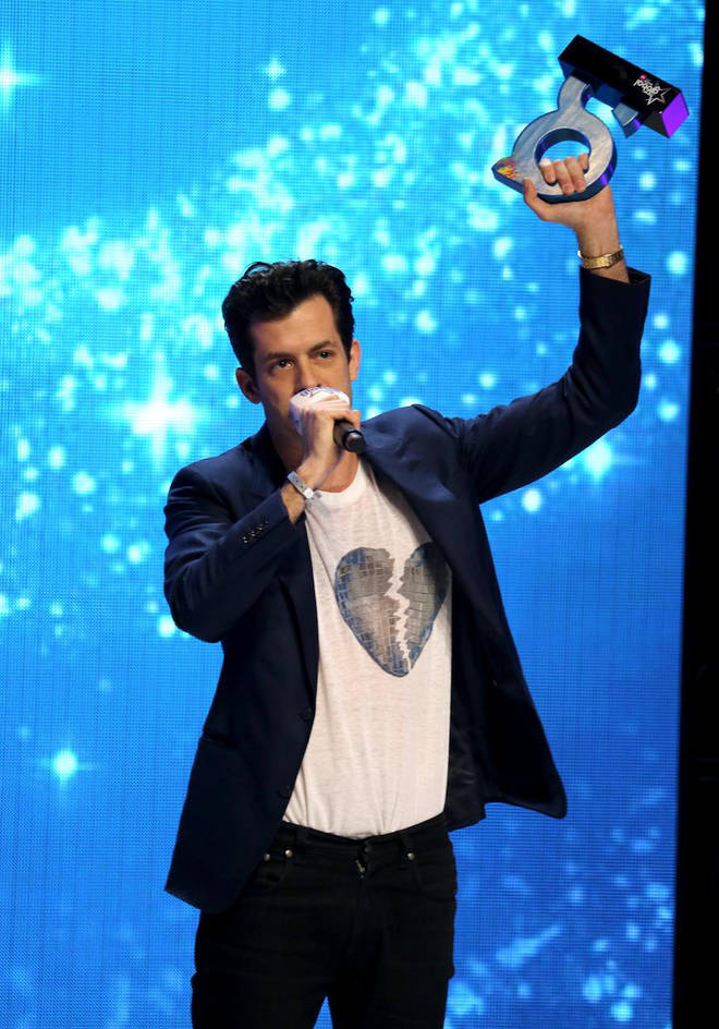 Mark Ronson accepting his award at The Global Awards 2019 with Very.co.uk