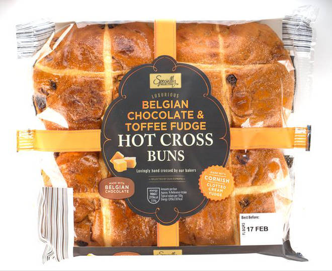 Aldi Specially Selected Belgian Chocolate & Toffee Fudge Hot Cross Buns