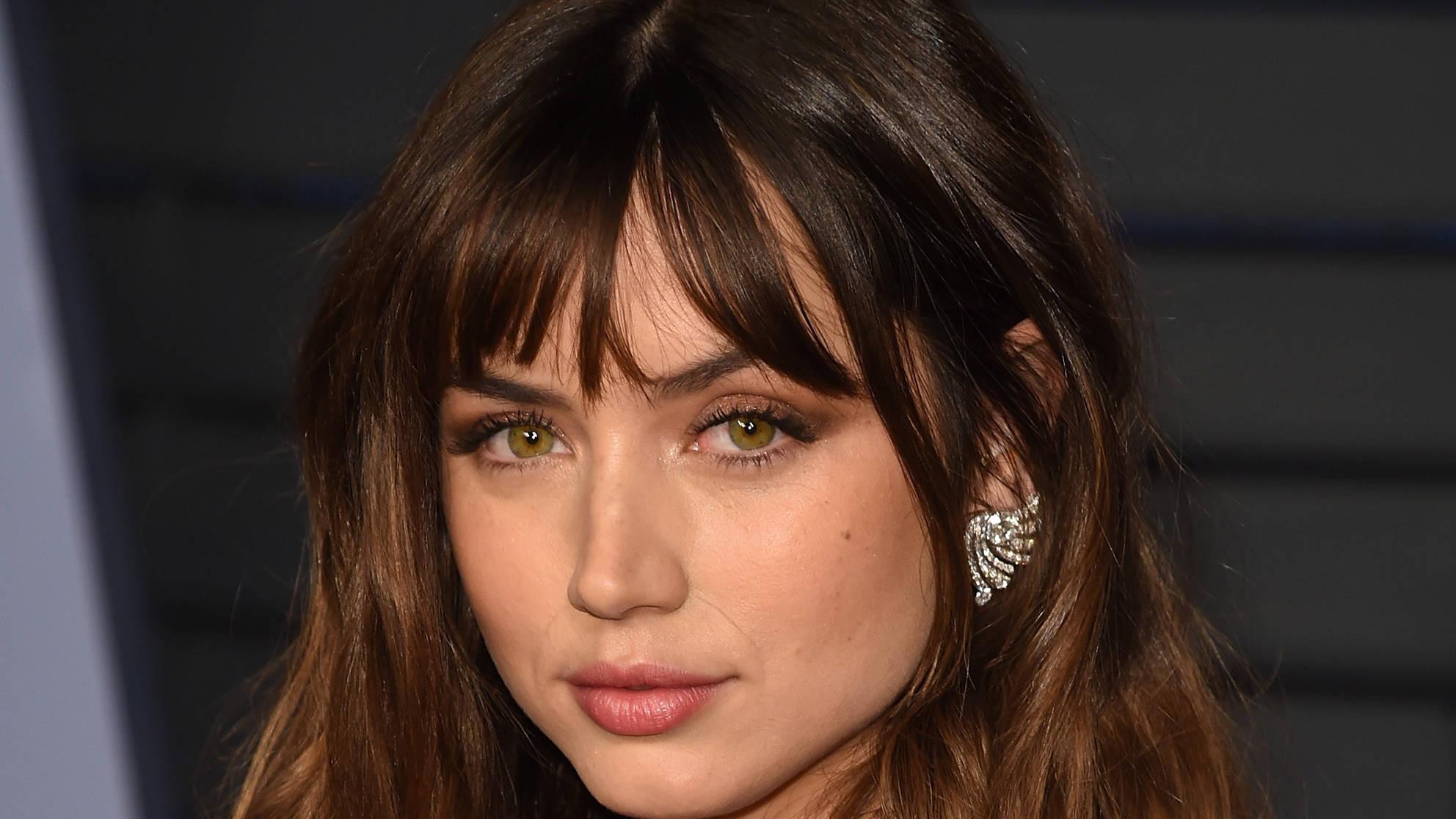Ana De Armas Una Rosa De Francia who is new 'bond girl' ana de armas? age, boyfriend and