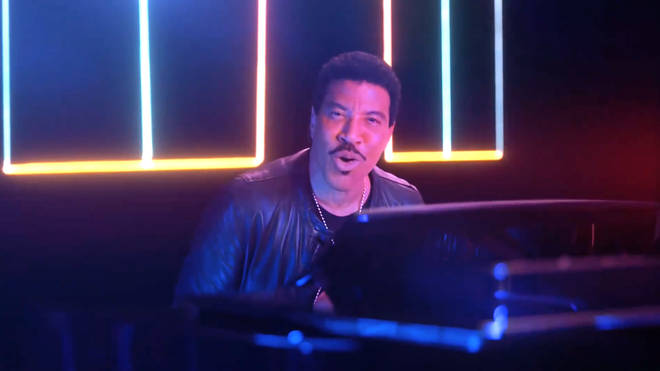 Lionel Richie plays the piano as Chance The Rapper riffs about crisps