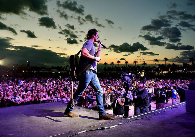 Joe Nichols performing to thousands of fans